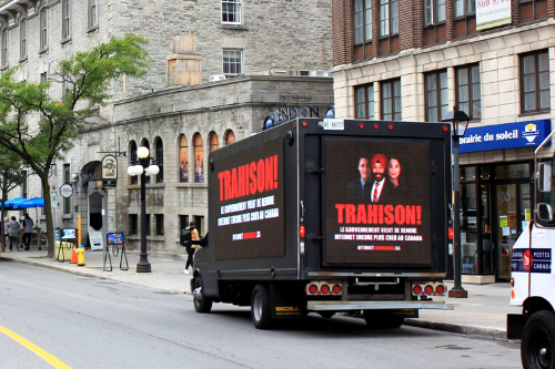 Truck with billboard: French message in different location